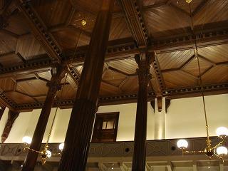 CAFE1894 天井と回廊と柱.jpg