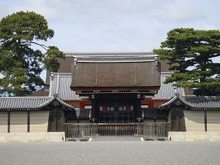 建礼門(外側から).jpg